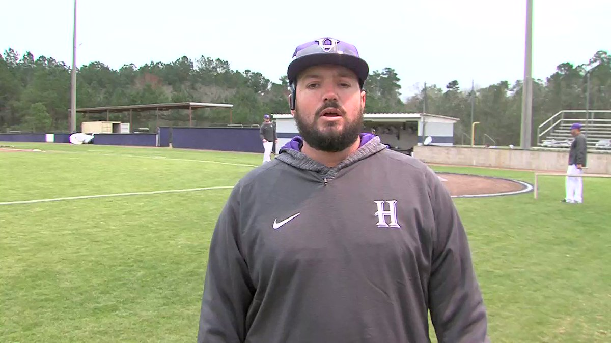 As if 1st gm at @HhmSbaseball for new HC @colecat31 facing his former team @stabaseball00 wasn't enough Catalano begins new era by retiring the No.4 jersey of 4mer HHMS player Jon-Michael Williams who died in June after car crash 8 yrs ago JM's mom Brenda/family/teammates on hand