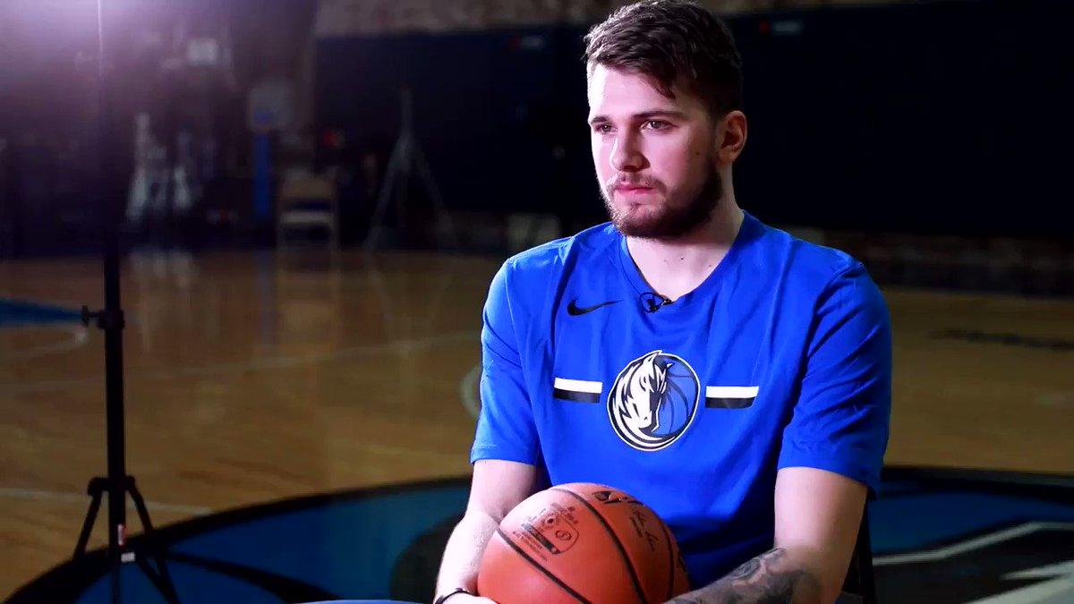 ¿A quién invitaría a cenar? ¿Sino fuera basquetbolista, que profesión escogiera? ¿Objetivos en la NBA? Tres preguntas que nos contesta @luka7doncic #Mavs