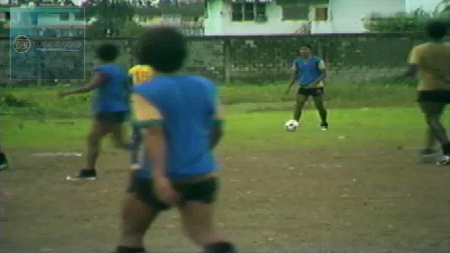 """Cada vez q algún futbolista profesional se pone con aires de sultán de Brunei, le recuerdo como y donde entrenaron sus antecesores....no era lo indicado, pero lo hacían sin aires de caciques....""""El origen de todo"""" """"Entrenamiento de Barcelona en los 80s"""""""