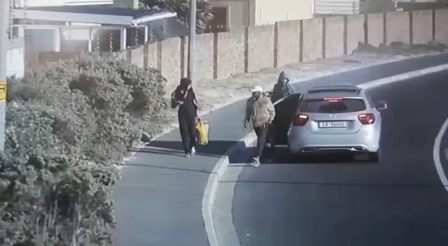Robbery video. Happened Saturday morning Muizenberg. Cape Town. Lady on her way to work attacked and robbed. B. O. L. O for this Mercedes CA96600 @Abramjee @WCCC_ZA @SAcrimefighters @crimeairnetwork