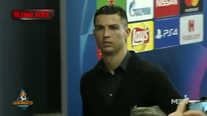 """🎥 كرستيانو رونالدو لحظة خروجه من ملعب الواندا ميتروبوليتانو يقول للإعلاميين """" لدي 5 دوري ابطال وأتلتيكو مدريد 0 """"  #UCL"""