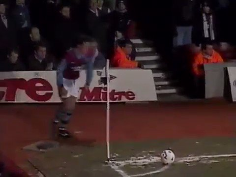 FORGOTTEN GOAL: 24 years ago today Tony Cottee scores the worst overhead kick in the long history of association football. Two inches off the ground, barely any contact, celebrates like he's won the league. Proper fox in the box.