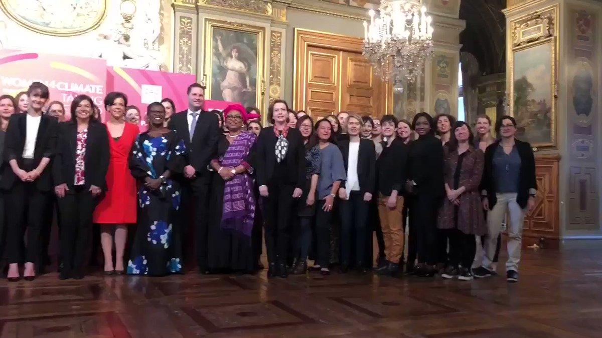 Très heureuse d'accueillir aujourd'hui à #Paris la conférence #Women4Climate, l'initiative du @c40cities qui donne les moyens de leurs ambitions aux jeunes héroïnes du climat du monde entier ! 🌍🌏🌎