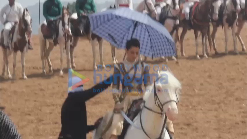 "RT Bollyhungama ""#BTS This is how #KanganaRanaut rode her horse in the battlefield scenes in #ManikarnikaTheQueenOfJhansi #BehindTheScenes """