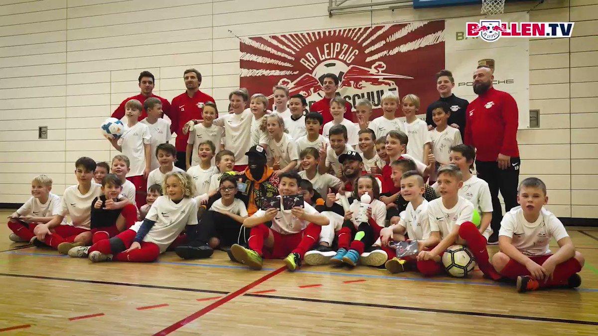 🙌 Jean-Kévin #Augustin und Matheus #Cunha besuchten die #RBL-Fußballschule ⚽ und hatten eine Menge Spaß mit den Kindern ☺️  #DieRotenBullen 🔴⚪