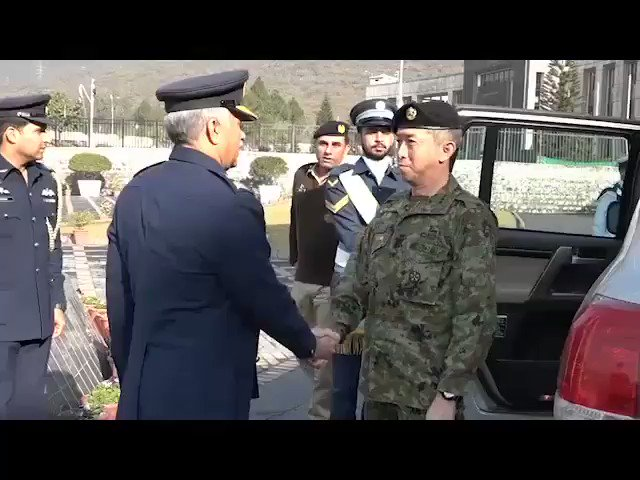 Japan Self Defence Forces Vice Chief of Joint Staff Takashi Motomatsu visits Pakistan Air Force Headquarters to further enhance Japan - Pakistan bilateral cooperation and defence ties. #Japan #Pakistan #EmergingPakistan