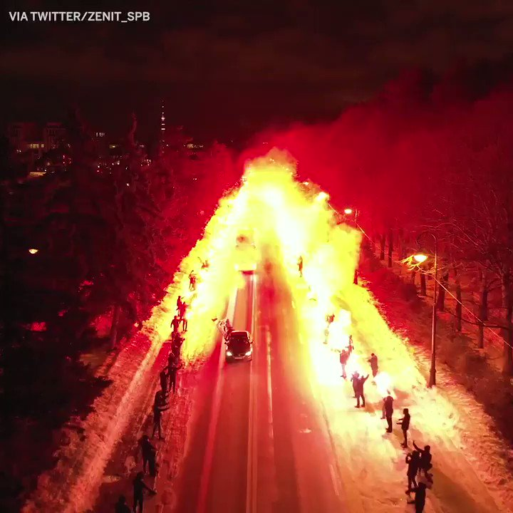 This is how @zenit_spb's fans welcomed their team to face Fenerbahce 🔥