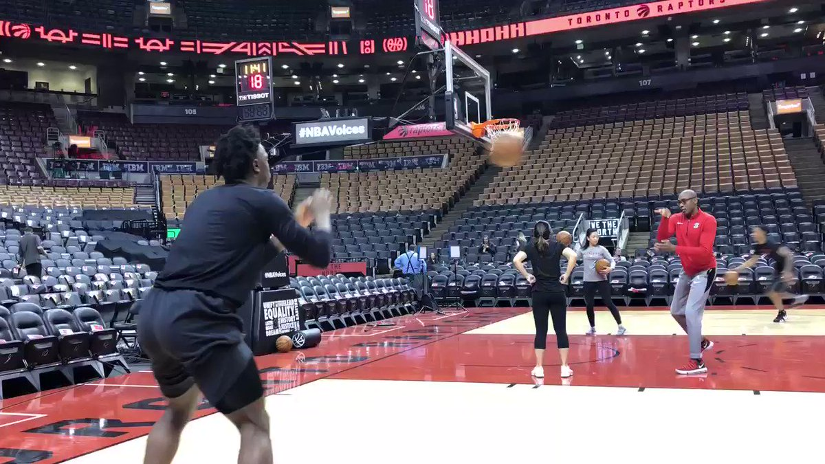 And we're back with OG and @PMcCaw0 shooting on the floor. Tonight's game marks @DeMar_DeRozan's return and a heavily anticipated-game. We'll have more coming 🔥 https://www.thestar.com/sports/raptors/2019/02/22/200-for-the-nosebleeds-derozans-return-most-expensive-raptors-ticket-this-season.html …