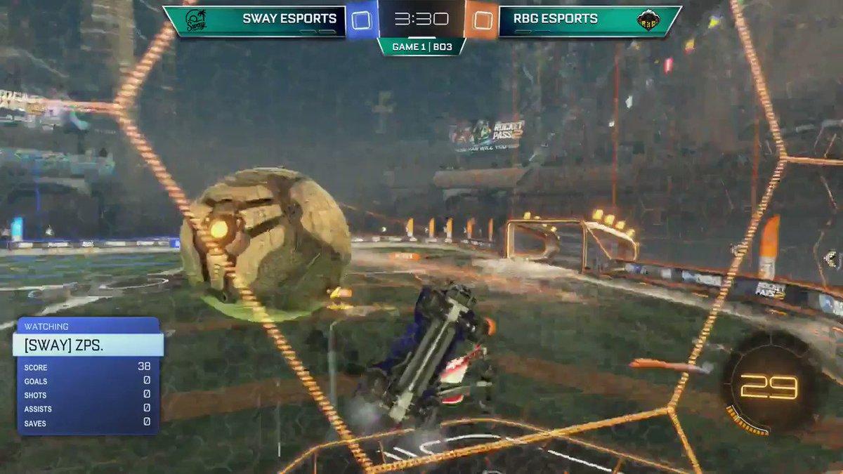 Now THAT is #teamwork Between @ThundahRL and @TheCarRL   #rocketleague #twitch #eSports