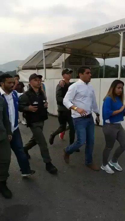 ¡Vamos bien!   Venezuela: les confirmo por este medio que varios miembros de la Guardia Nacional asignados al Puente Internacional Simón Bolívar han decidido sumarse a quienes estamos rescatando la Democracia en Venezuela.  La ayuda humanitaria entrará sí o sí.
