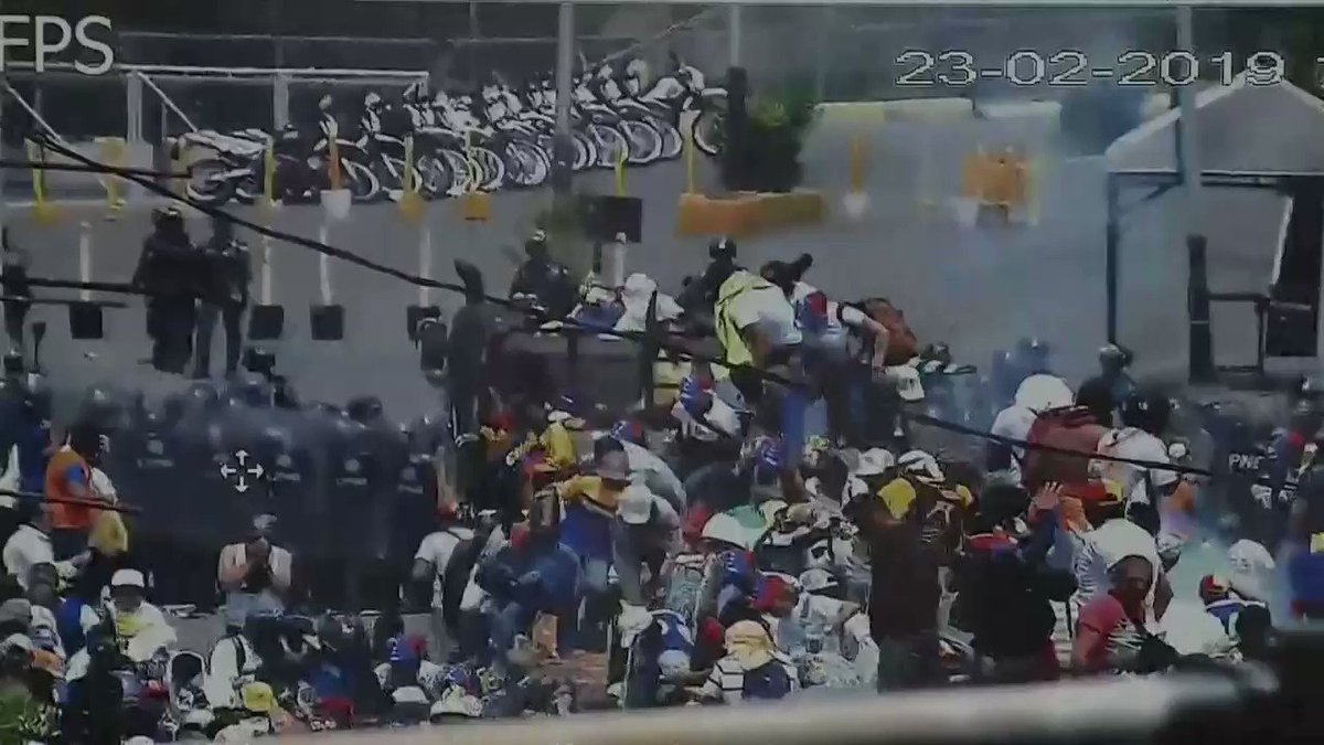#Colombia border security footages shows #Venezuela riot police firing tear gas at the Francisco de Paula Santander bridge forcing those trying to enter with humanitarian aid to retreat from the convoys.