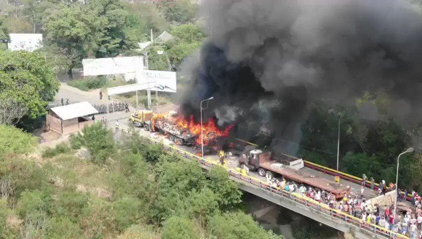 Video our WCK team captured of the Francisco de Paula Santander bridge between Colombia and #Venezuela.