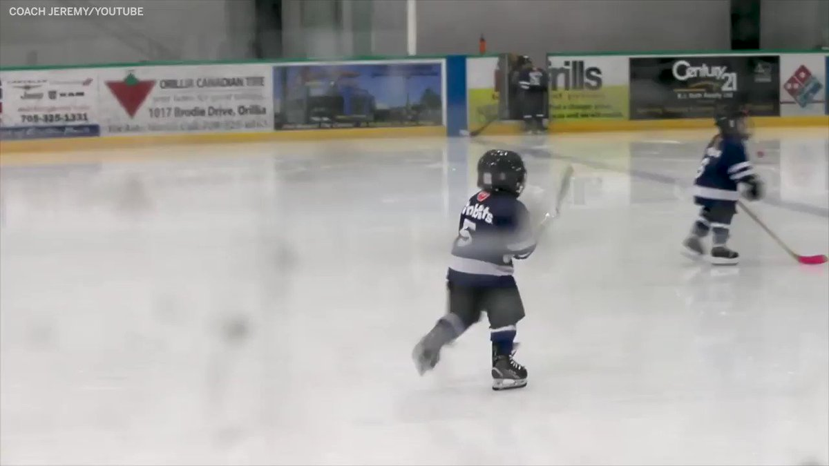 (🔈⬆️) This mic'd up 4-year old playing hockey is everything 😊 (via @howtohockey)