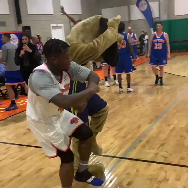 TFW when you raise $20k at today's @juniorknicks Assist Game 🙌  All proceeds will go to basketball programming for the community & kids who attend @PALNewYork centers. Cc: @nate_robinson