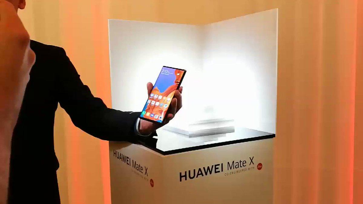 Petit aperçu du nouveau smartphone pliable de Huawei. #MWC19