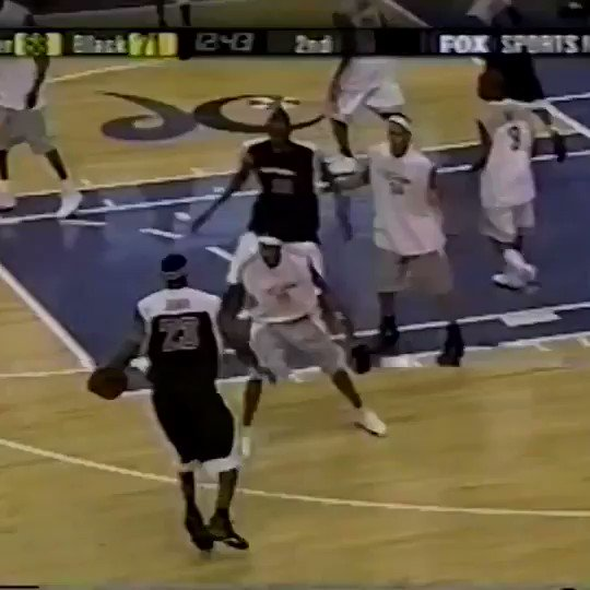 (2003) 18-year-old LeBron brings out the in-and-out, step-back, and pump-fake for the TOUGH bucket! Sheesh. 😳 https://t.co/9syoZUFDR8