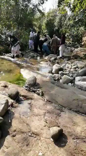 Indian pilot tea break in Pakistan