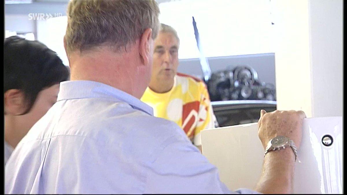 Ein Rennwagen, der nie auch nur ein einziges Rennen fuhr. Der #Porsche917 mit 16 Zylindern. Vor 50 Jahren wurde der 917 in beim #Genfer #Autosalon erstmals vorgestellt. Zum Auftakt des 89. @GimsSwiss berichtet @SWRAktuellBW über die @lemansclassic Legende - Montag um 19:30 Uhr