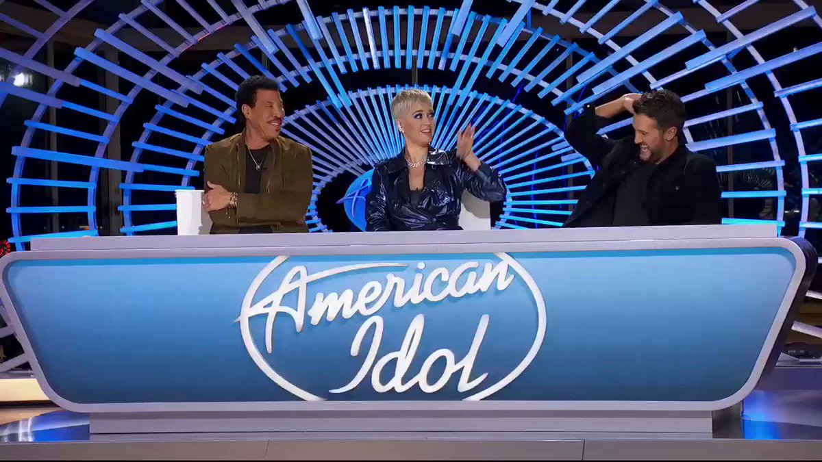 Let's do this! #AmericanIdol https://t.co/8DpzscKG1y