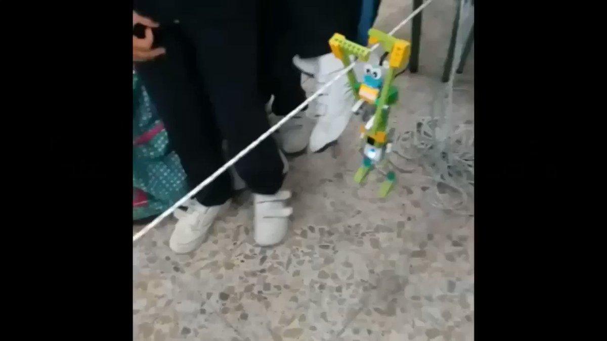 Ayer os enseñamos el proceso de construcción de robots de #LegoWeDo en el @santamariaecija. Hoy comparten con nosotros un vídeo del resultado final 🤖 #robóticaEdelvives #robóticaeducativa