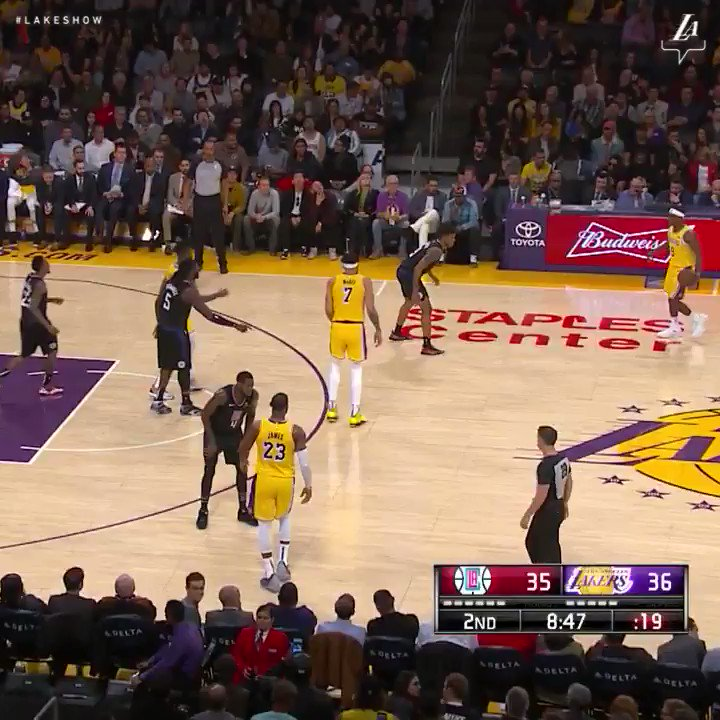 Image for the Tweet beginning: LeBron with the backdoor dunk