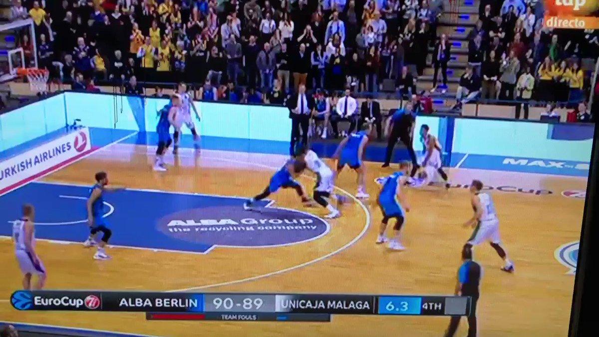 Matazo de Lessort a 2 segundos del final para la trabajadísima victoria de @unicaja en Berlín. Ida de cuartos @eurocup