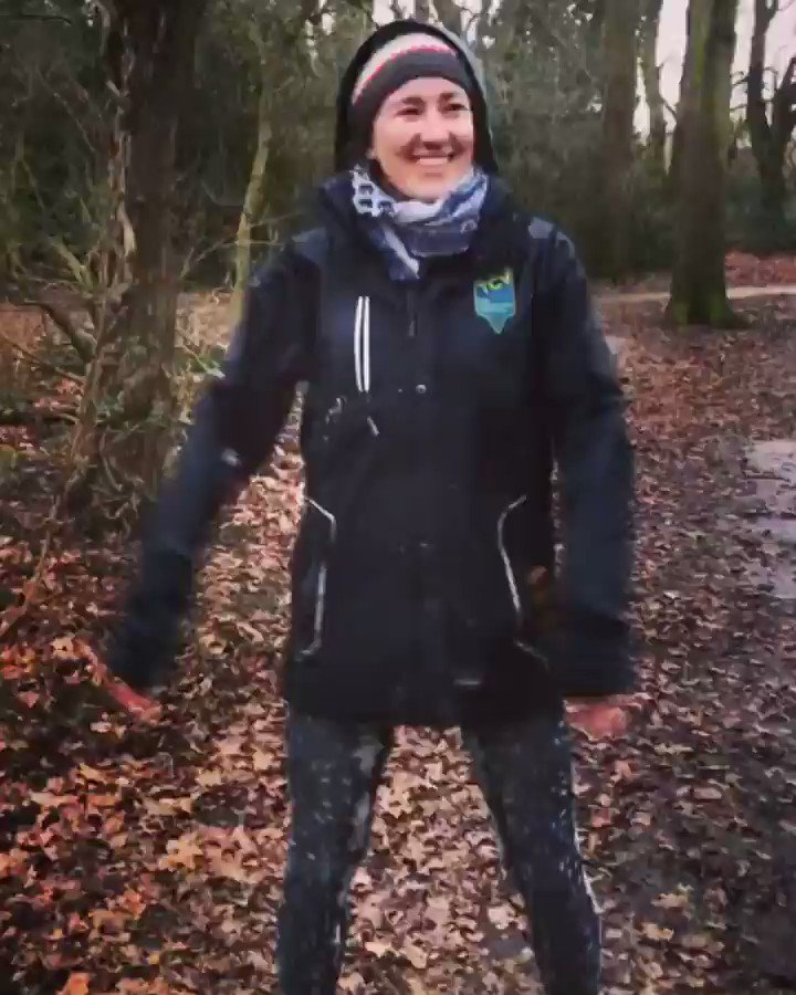 Demonstrating some slightly unconventional ways to stay warm in the rain while on our tea break! 💃🏼 🌧 #floss #tcv