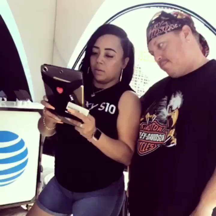 Our Team Working On Getting These New Customers & Their Family On Board! Welcome to AT&T!! #TeamWorkMakesTheDreamWork💪🏾 #ATTPortOvers #DTVNow #CCGMEvents @MeganEAtt @rixmag19 https://t.co/Uj8yAZ4ZYR