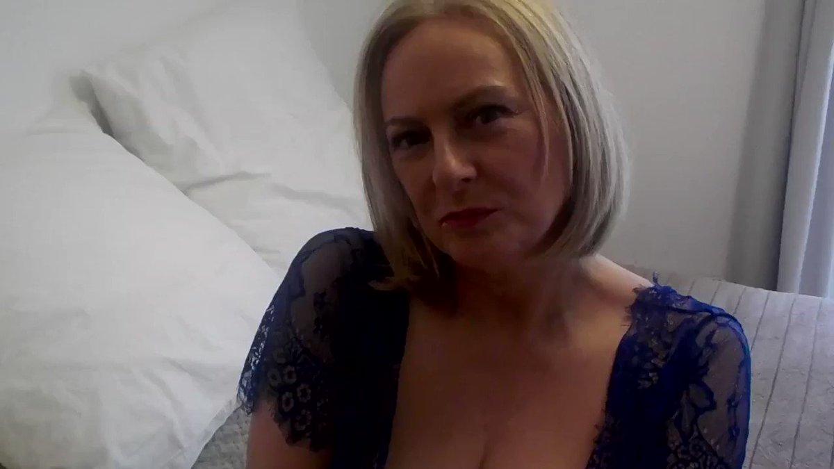 Model - Courtesan Annabel mature