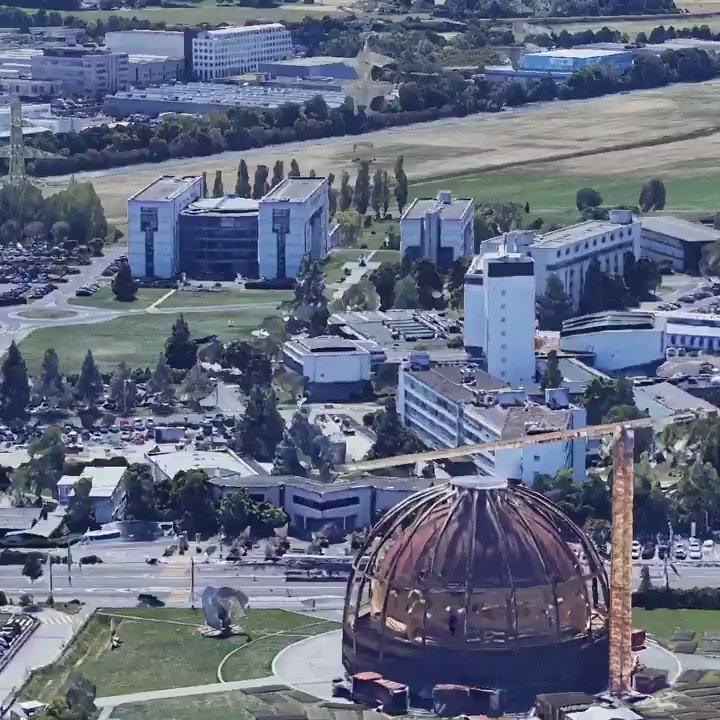 1989 : Soudain, une solution voit le jour au @CERN, en Suisse. 💡 #Web30 @sciencemuseum