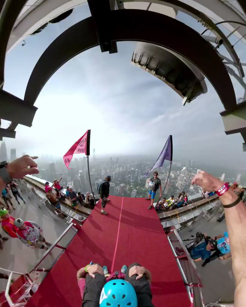 Image for the Tweet beginning: Jumping from 1,099 feet never