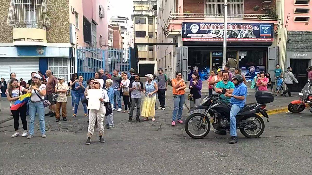 Habitantes Avenida Victoria Caracas : Mar pm Caracas Habitantes Avenida Victoria centro Caracas salen protestar altura PDVSA Protestan falta agua zona apagón marzo | Reporte Ya | Scoopnest