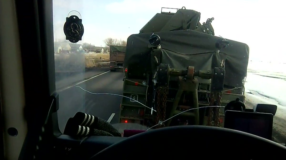 #RUSSIA: Military column in Valuyki, #Belgorod Oblast, 14 kilometers from the Ukrainian border. pic.twitter.com/dTY33WWFNs