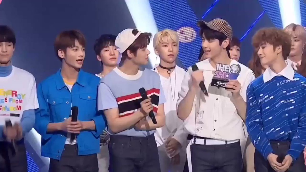 The members saw yeonjun crying and immediately gave him a hug ��#TOMORROW_X_TOGETHER #TXT https://t.co/T1rFLxWhR4