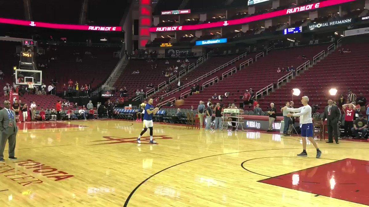 Steph with the logo shots ��  Warriors-Rockets tips off at 9:30 ET on ESPN. (via @marckestecher)  https://t.co/sJQIa8YTVU