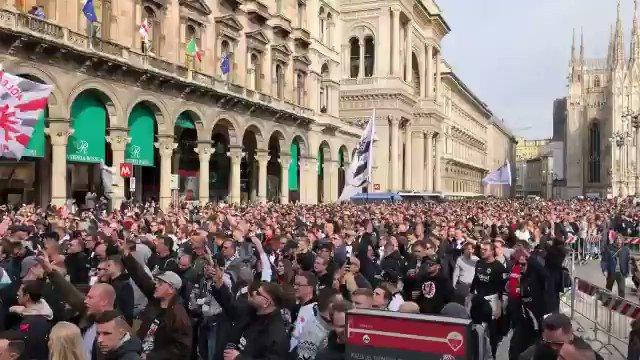 F-A-N-T-A-S-T-I-C - 1️⃣5️⃣,0️⃣0️⃣0️⃣  Eintracht fans in Milan.🔥🔥😍🙏  #SGEuropa #InterSGE https://t.co/YYDQVDBrRf