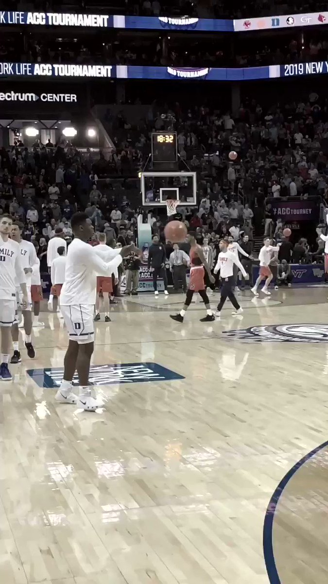 Zion Williamson's first warmup dunk back