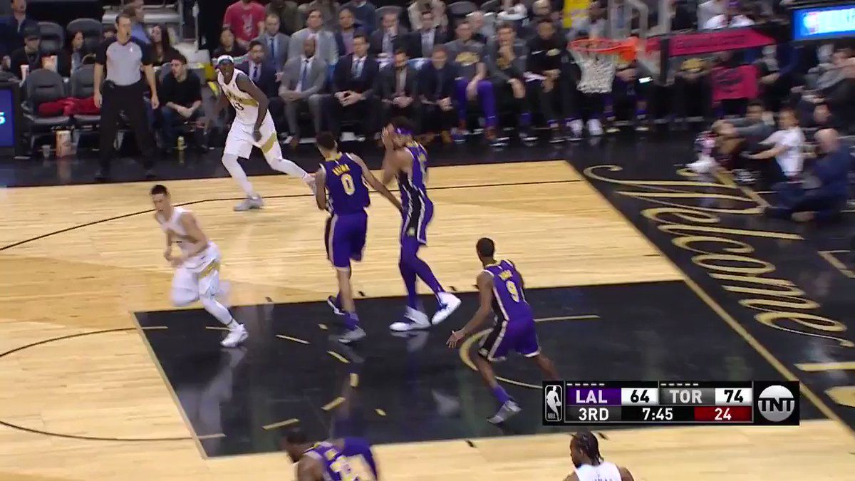 Rondo ➡️ LBJ ➡️ AND-1! #LakeShow  ��: @NBAonTNT https://t.co/pxYsMA9YGD