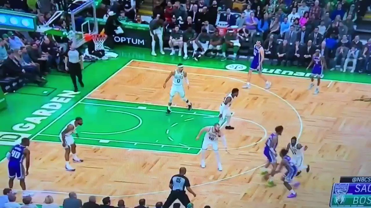 Aron Baynes was out there rebounding 🤭