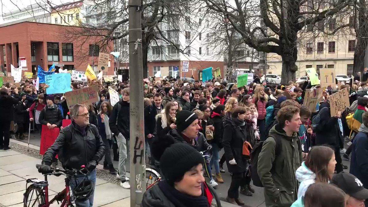 El_Thio's photo on Tausende Schüler