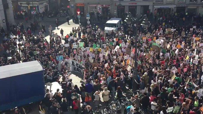 QWfU7e1GyMdLLNvQ?format=jpg&name=small - Huelga por el clima: marchan jóvenes de más de 100 países