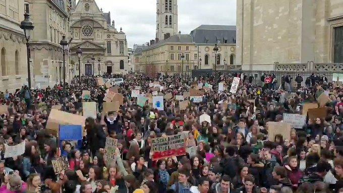 h1TXkxsw1ZEuwQ2I?format=jpg&name=small - Huelga por el clima: marchan jóvenes de más de 100 países
