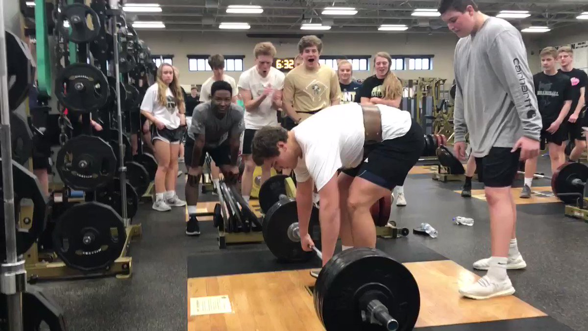 Junior @CameronKn1ght62 just getting rolling with a 300lb Power Clean! Great 3Ext my man! @MillerFball1919 @BKNIGHT62 #WAT