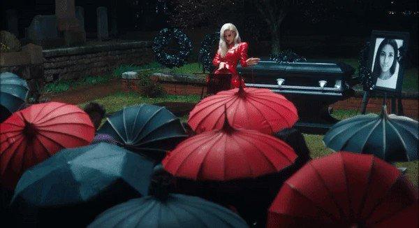 Iggy Azalea Charts ⚰️'s photo on #SallyWalker