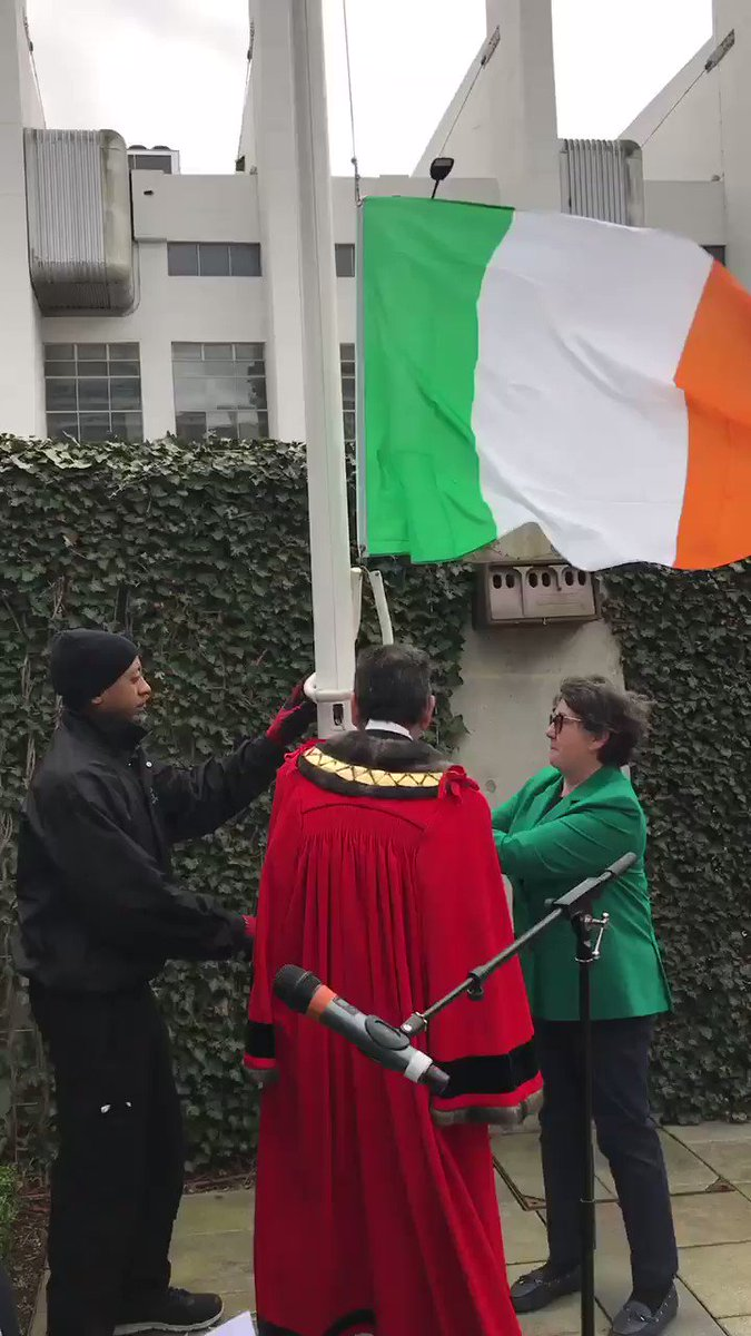 The community in #Brent came out today to raise the #Irish 🇮🇪 flag for #StPatricksDay2019 and to show their appreciation for the efforts of the Irish in building Brent.   We held a minutes silent in remembrance for the victims & families of todays terror attack in New Zealand 🇳🇿
