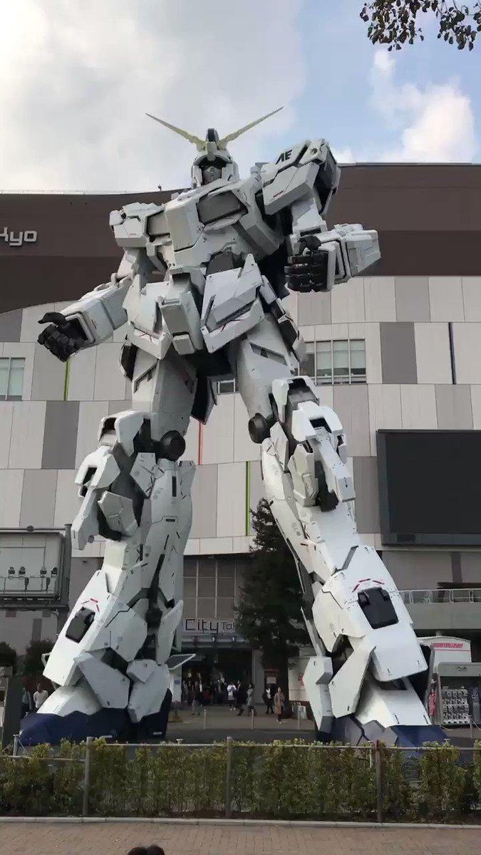 Quand soudain le Gundam prend vie (j'ai eu de la chance de sortir au bon moment)