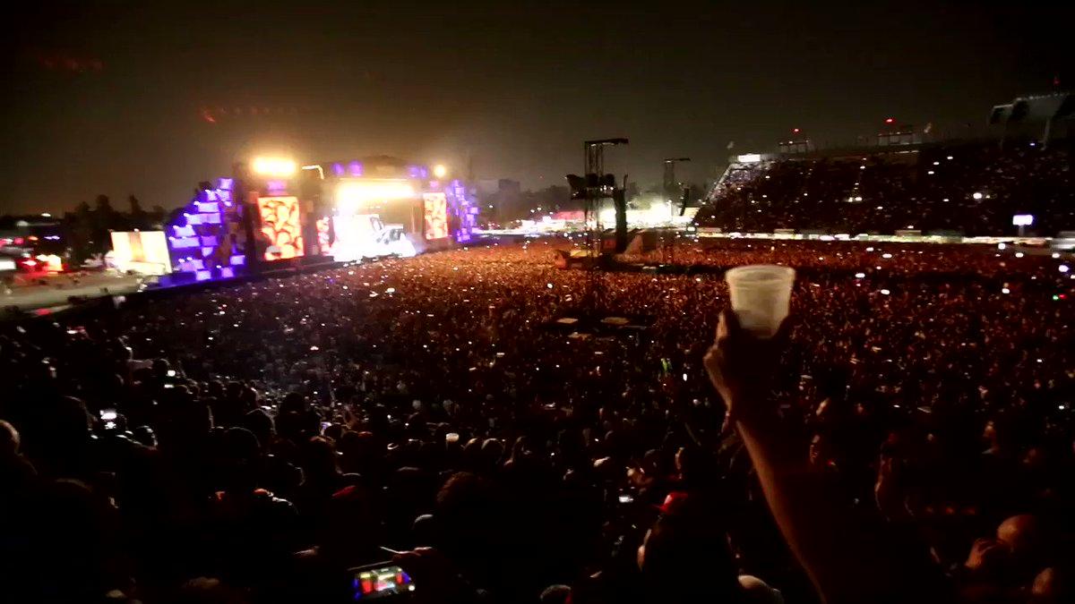 """#Caifanes @vivelatino @AlfonsoAndre @diegoherreramar @SaboRomo @RodrigoBaills @SaulHernandezE #SoldOut XX aniversario Vive Latino 90,000 personas """"No dejes que"""""""