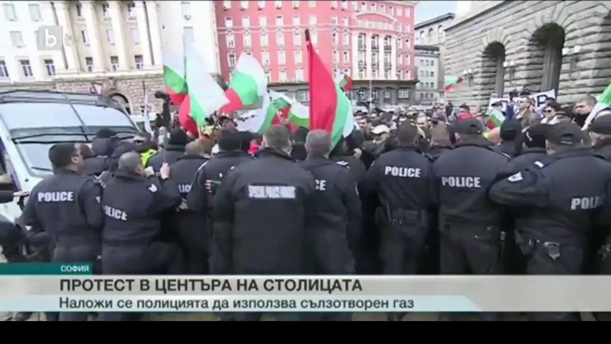Bulgarian policemen pepper-sprayed themselves during a protest rally in #Sofia https://on.rt.com/9qel