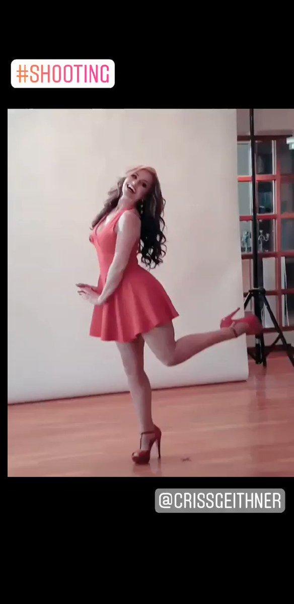 #FelizDomingo Los momentos que tu disfrutas...😍😍 #SundayMotivation #SundayMorning #AuraCristinaGeithner #LaPotraDeLaBanda #music #Actresshot #modeling #shooting #17Mar #instagramposts #beauty #girllove #reddress #positivethinking #Moments ❤👄👠💄