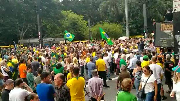 Av. Paulista, milhares de pessoas foram hoje as ruas pedir o impeachment dos ministros do STF.